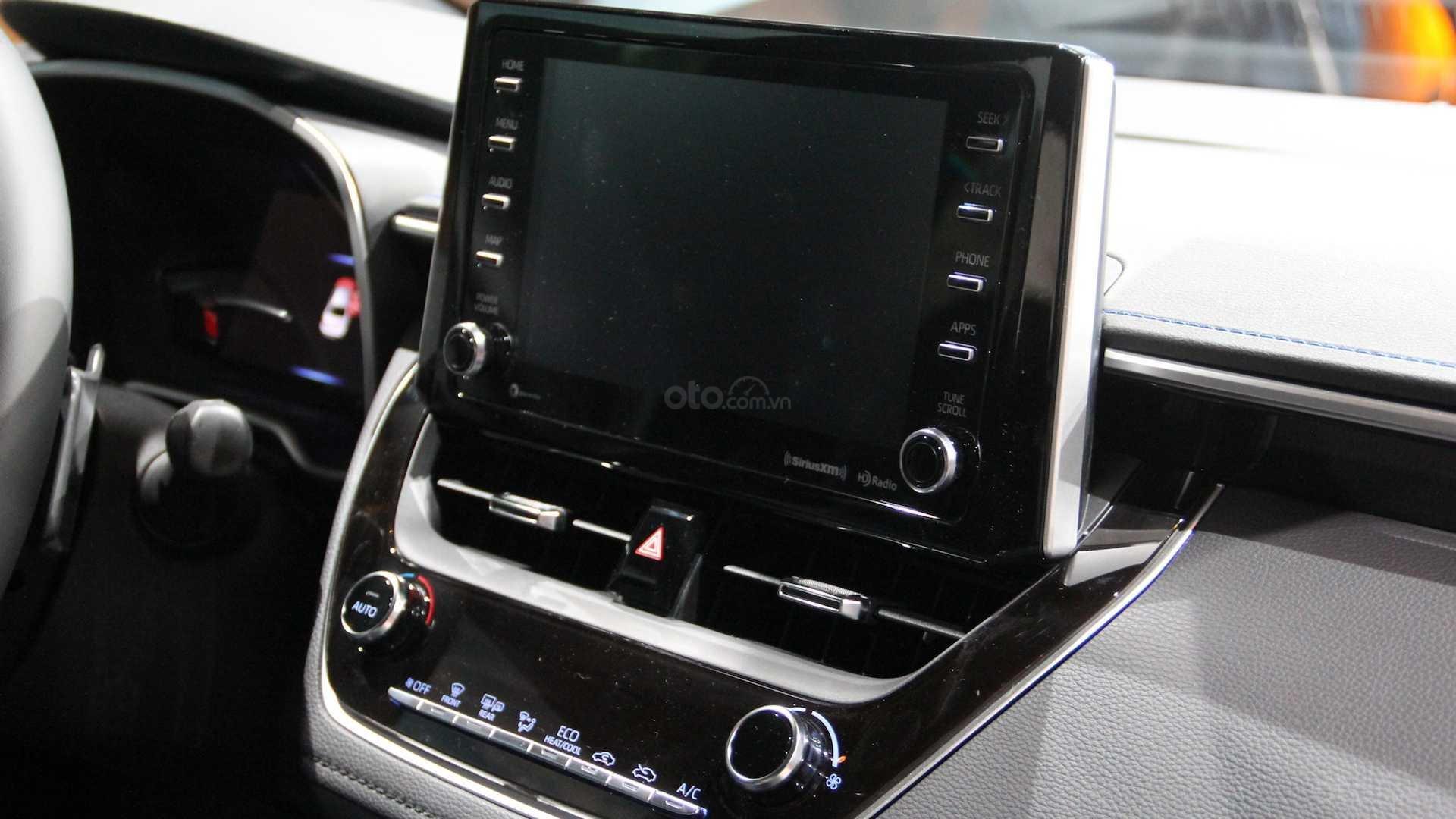 Đánh giá xe Toyota Corolla 2020 - màn hình chính