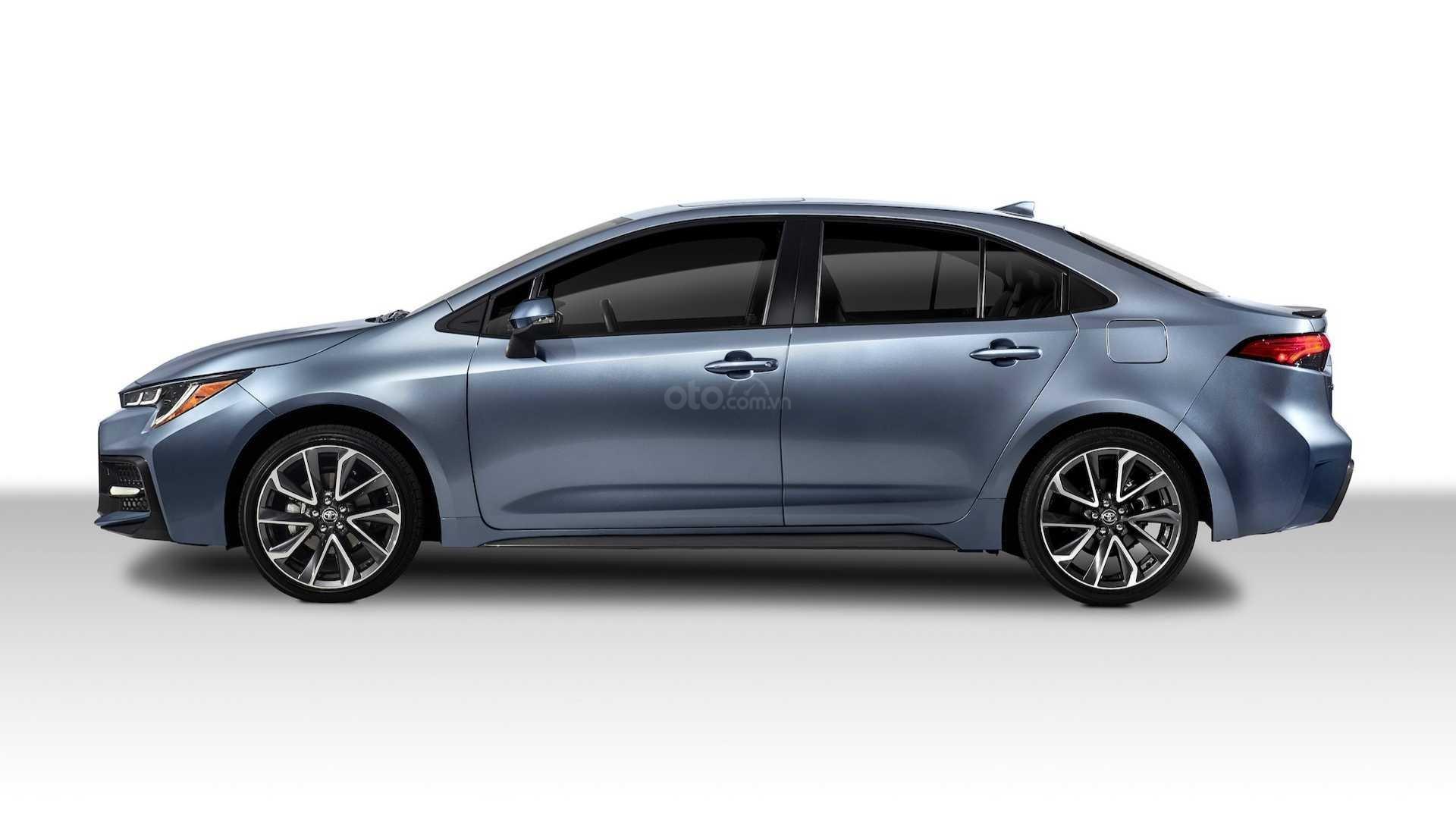 Thân xe Toyota Corolla 2020 sedan không khác nhiều so với bản tiền nhiệm.