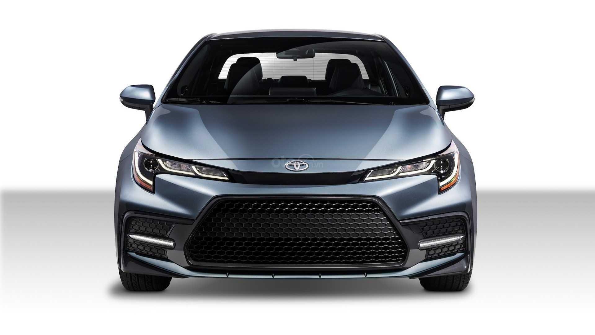 Đầu xe phong cách, trẻ trung của Toyota Corolla 2020 sedan.