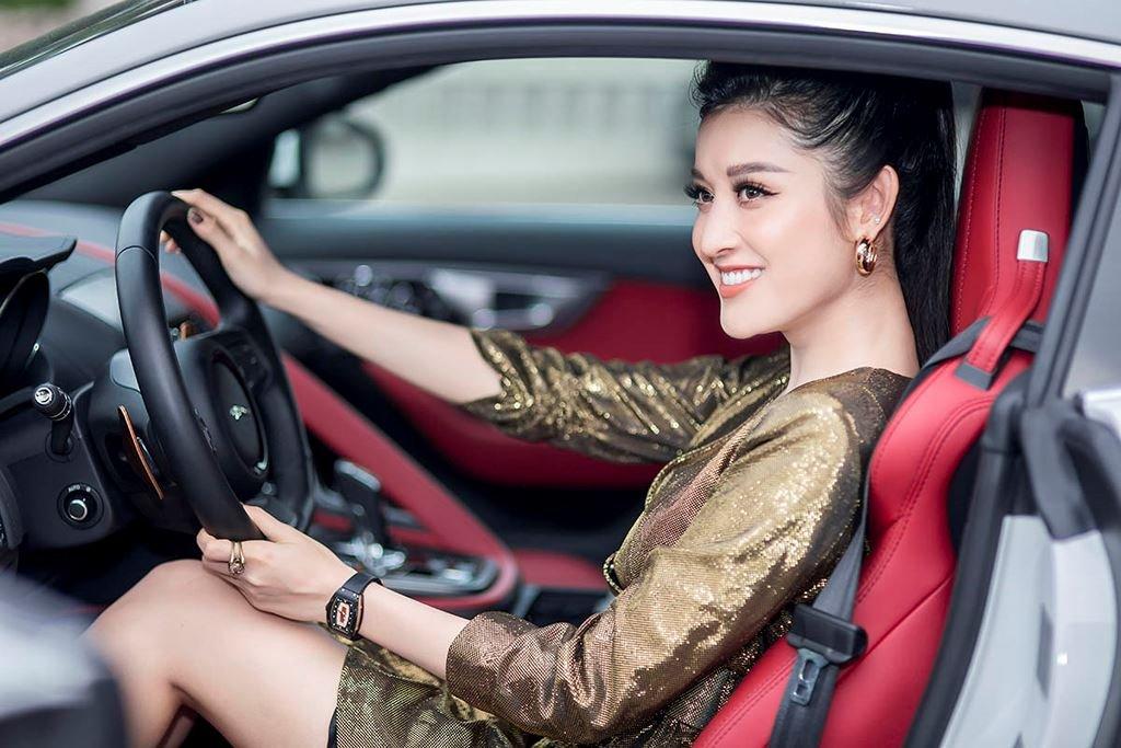 Á hậu Huyền My mua xe Jaguar F-Type 6 tỷ đồng a6.
