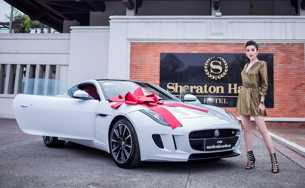 Á hậu Huyền My mua xe Jaguar F-Type 6 tỷ đồng a3.