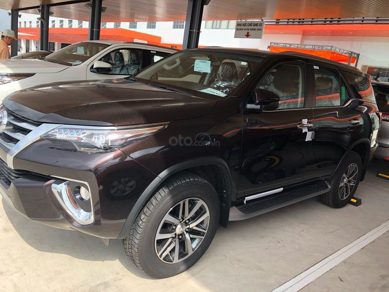 Toyota Fortuner 2.8 AT (4X4) máy dầu, năm sản xuất 2019, màu đen, nhập khẩu nguyên chiếc-3