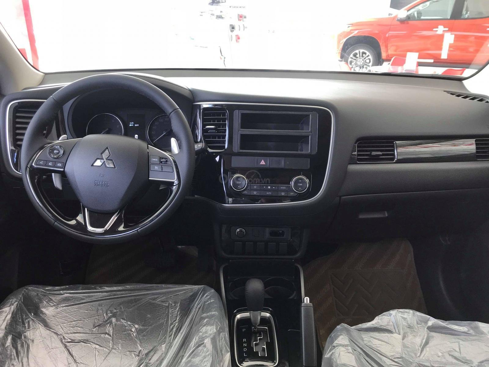 Cần bán Mitsubishi Outlander CVT 2.0 Prenium 2019, giá 908tr, KM tốt nhất. LH: 0964221243 (2)