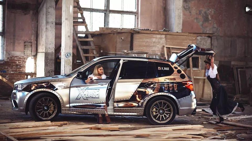 Ngày 8/3 các anh làm gì? Ngắm em xinh bên BMW X3 chứ làm gì!89fdf