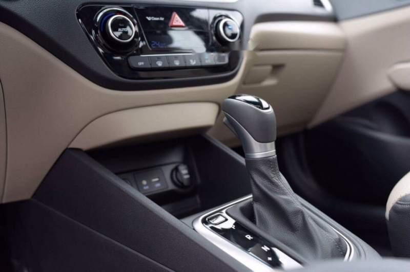 Cần bán xe Hyundai Accent 1.4AT đặc biệt đời 2019, xe giá thấp, giao nhanh (5)