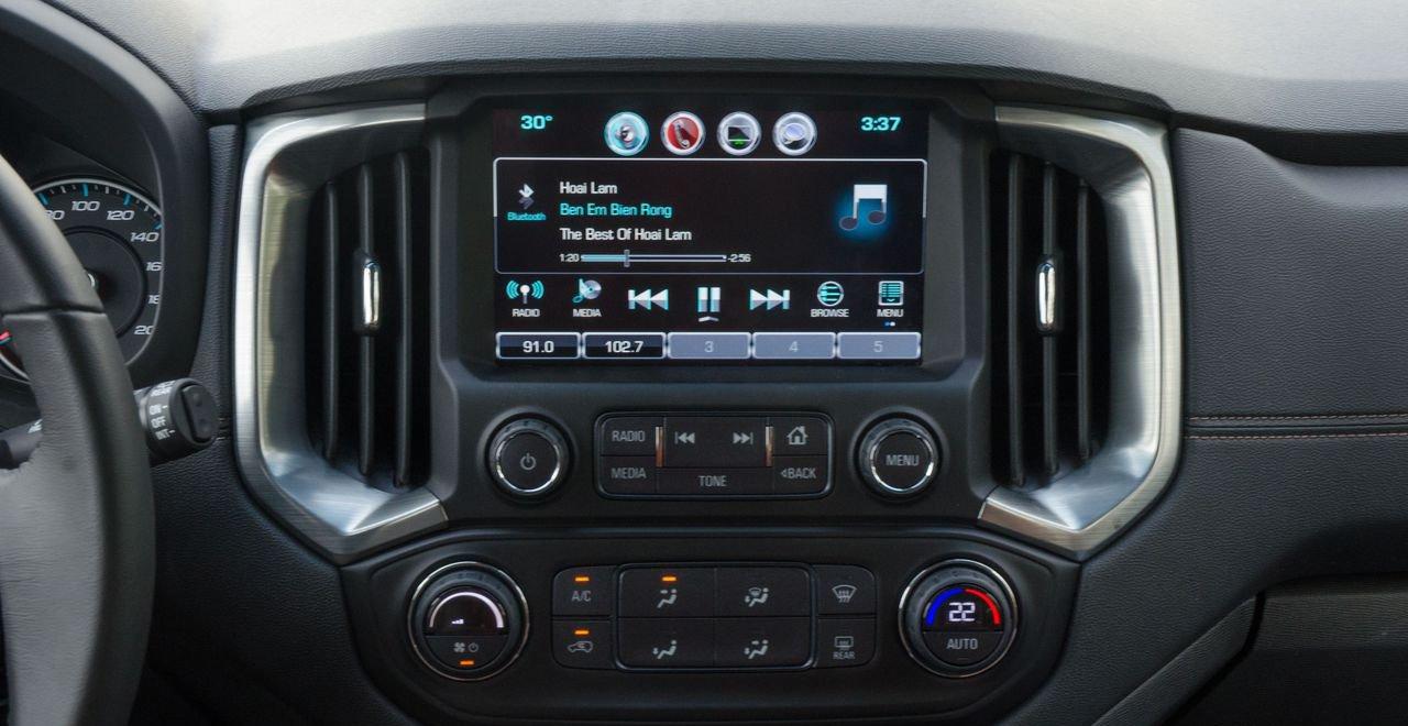 So sánh xe Chevrolet Trailblazer 2019 và Nissan Terra 2019 về trang bị tiện nghi.