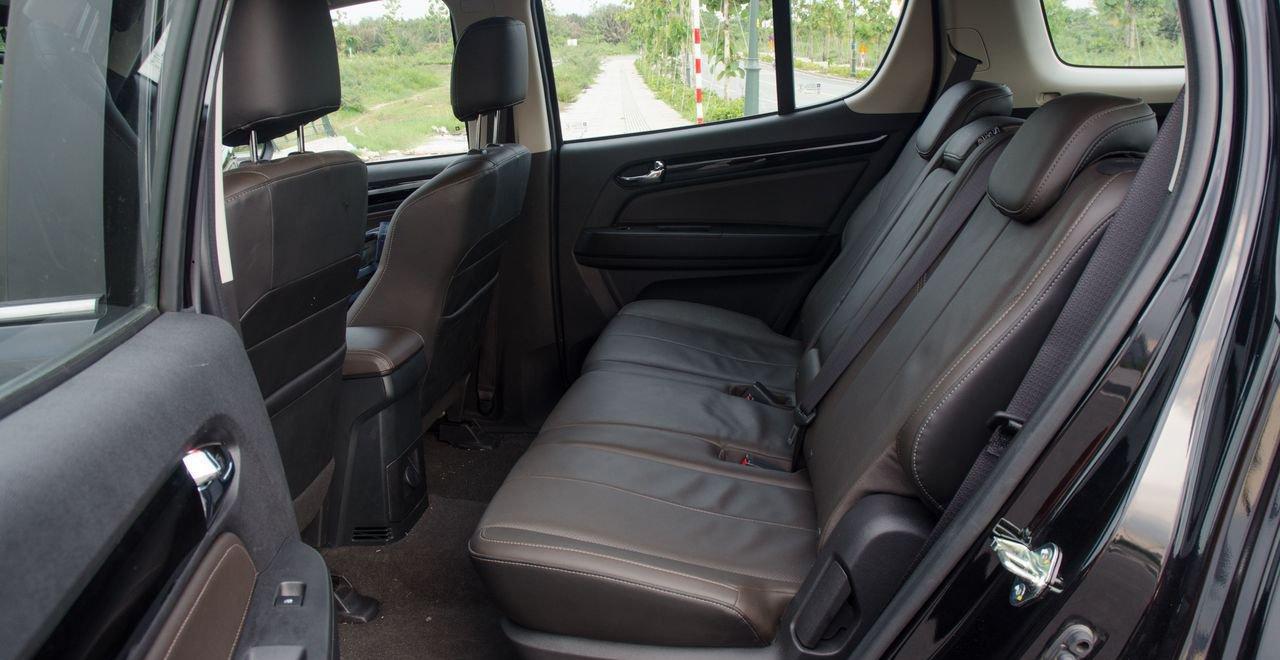 So sánh xe Nissan Terra 2019 và Chevrolet Trailblazer 2018 về ghế ngồi 6