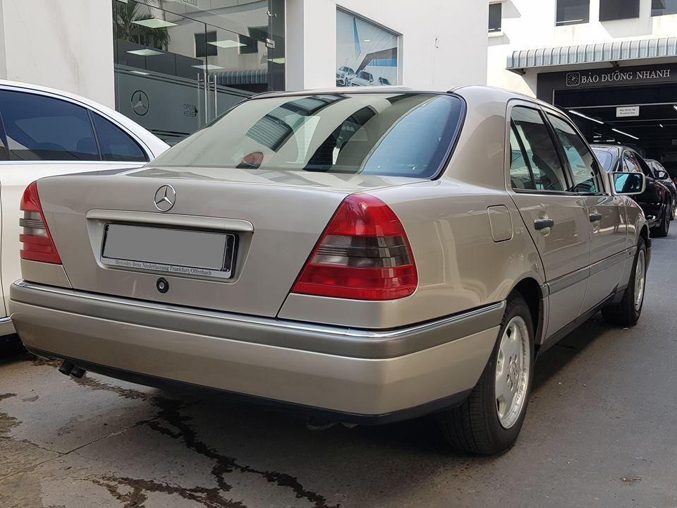 Ngoại thất của Mercedes-Benz C230 W202 1997 2
