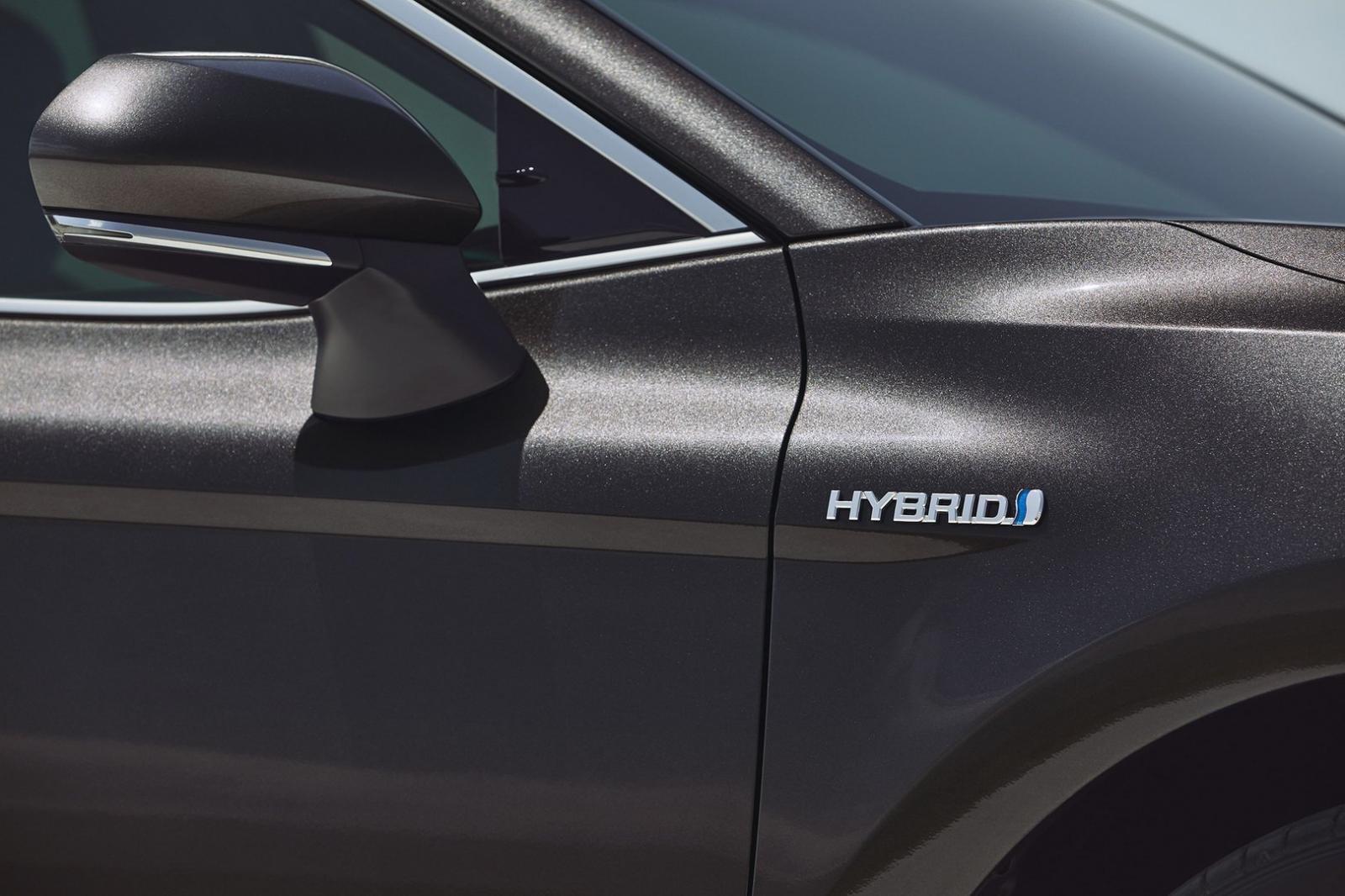 Vào tháng 4 tới, Toyota Camry 2019 sẽ ra mắt thị trường Anh - Ảnh 3.