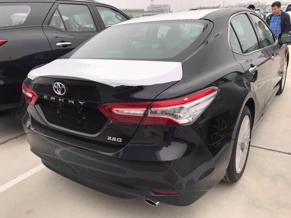 Toyota Camry 2019 về tới đại lý, giá cao hơn đời cũ a3
