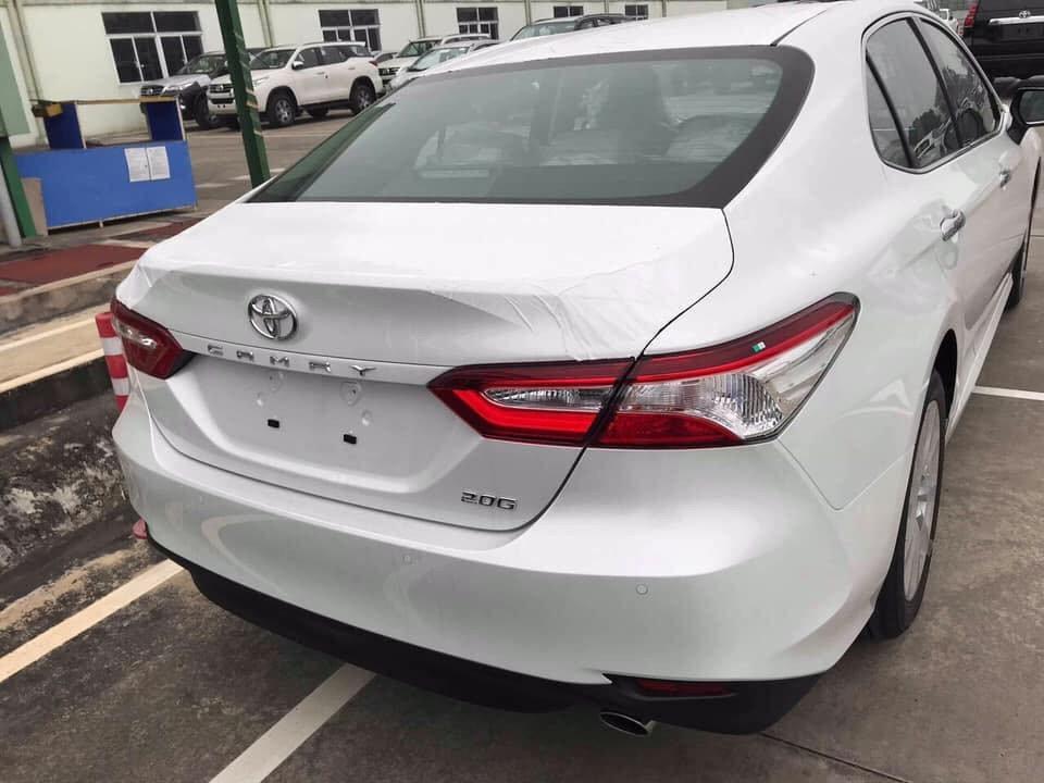 Toyota Camry 2019 về tới đại lý, giá cao hơn đời cũ a2