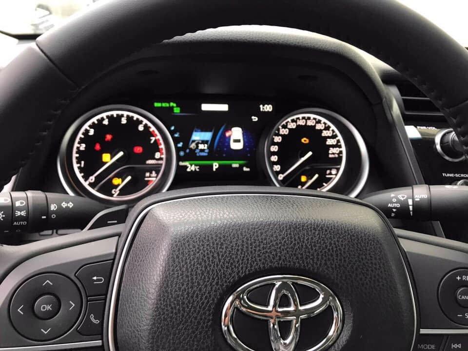Toyota Camry 2019 về tới đại lý, giá cao hơn đời cũ a6