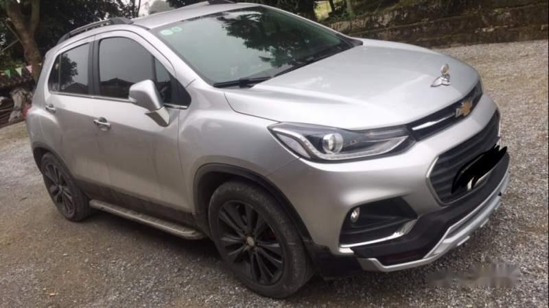 Cần bán lại xe Chevrolet Trax năm sản xuất 2017, màu bạc-1