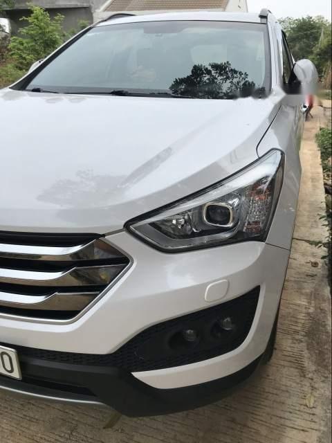 Cần bán xe Hyundai Santa Fe sản xuất năm 2015, màu trắng-3