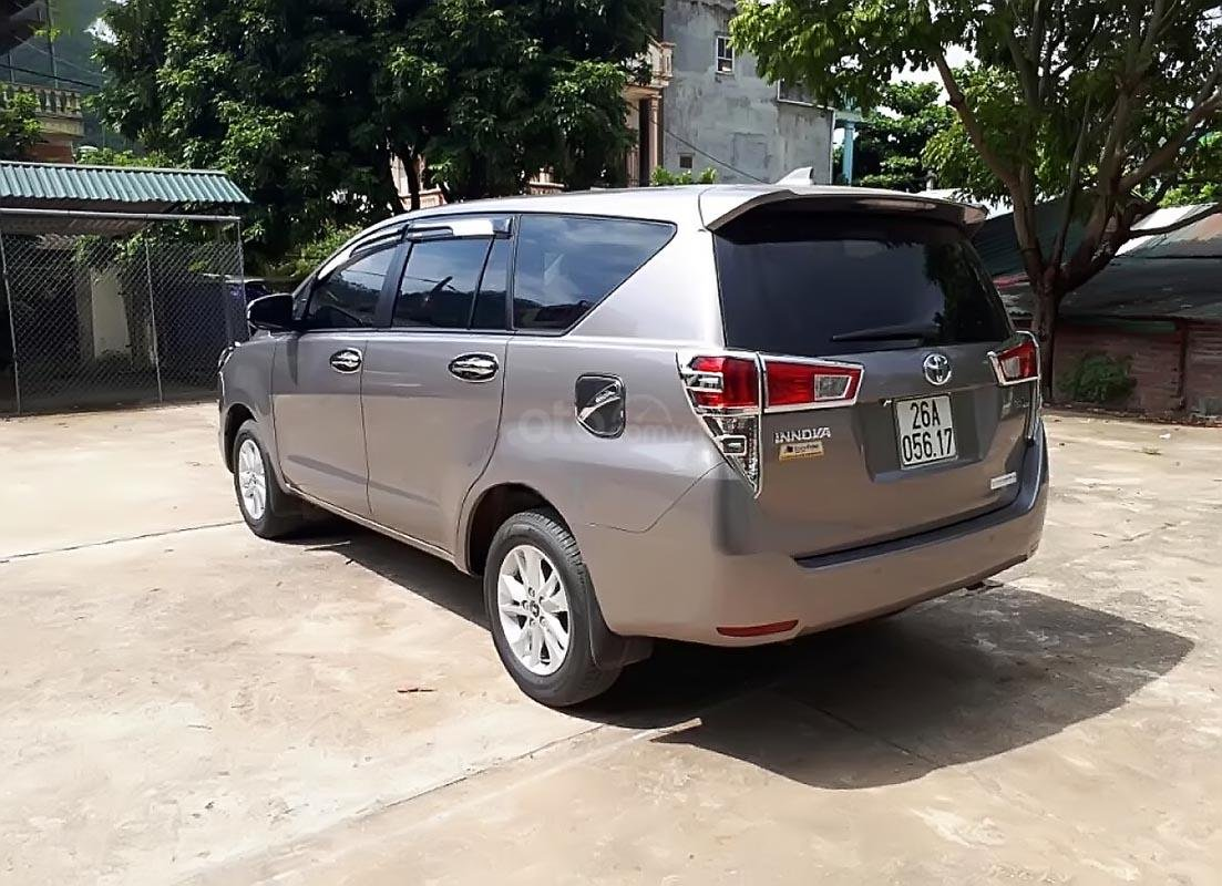 Bán Toyota Innova 2.0E năm sản xuất 2017, màu xám số sàn, 705 triệu-1
