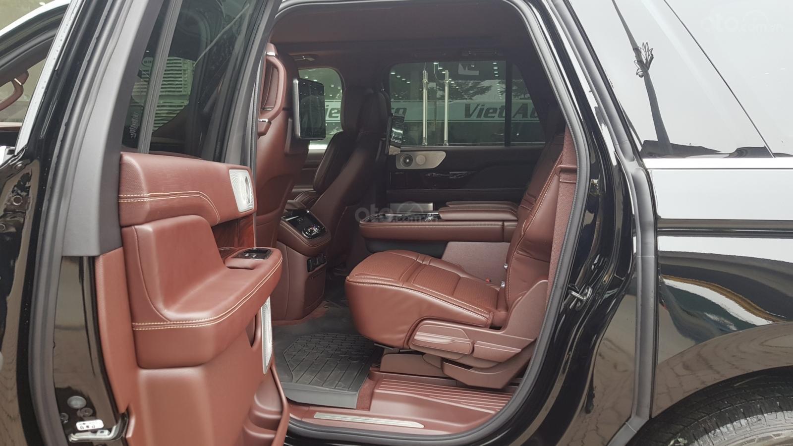 Bán xe Lincoln Navigator L Black Label sản xuất năm 2019, màu đen, xe nhập-13