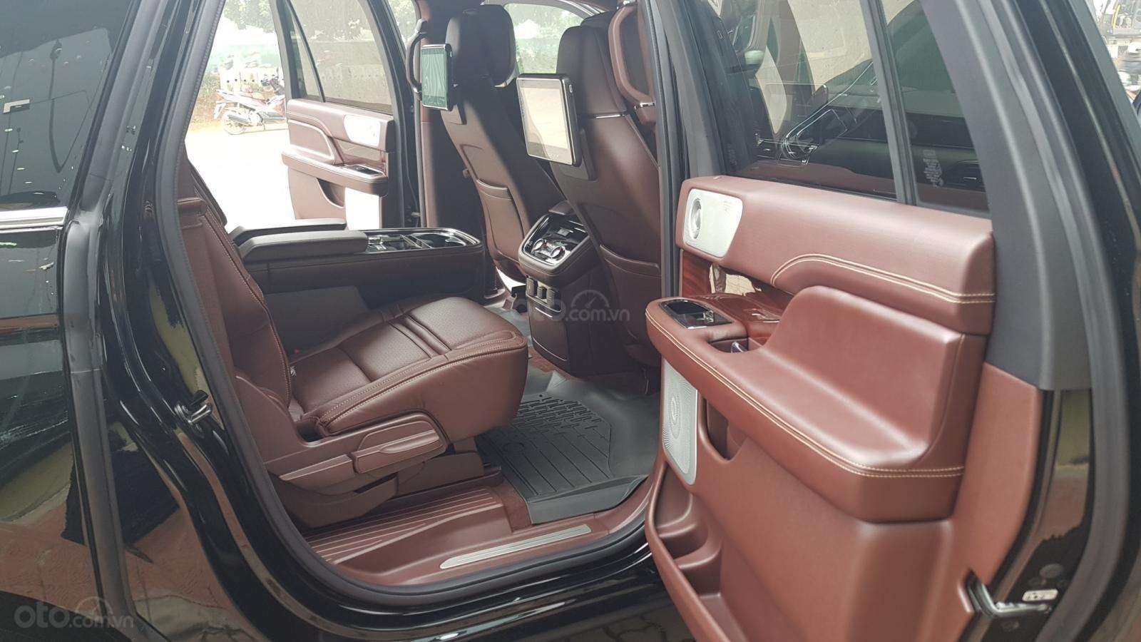Bán xe Lincoln Navigator L Black Label sản xuất năm 2019, màu đen, xe nhập-9