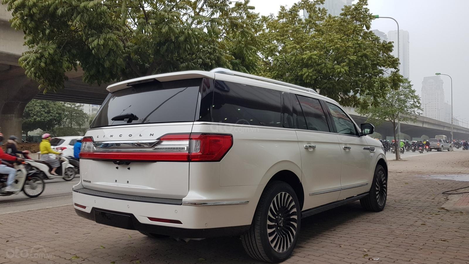 Cần bán xe Lincoln Navigator L Black Label sản xuất năm 2019, màu trắng, nhập khẩu nguyên chiếc-19