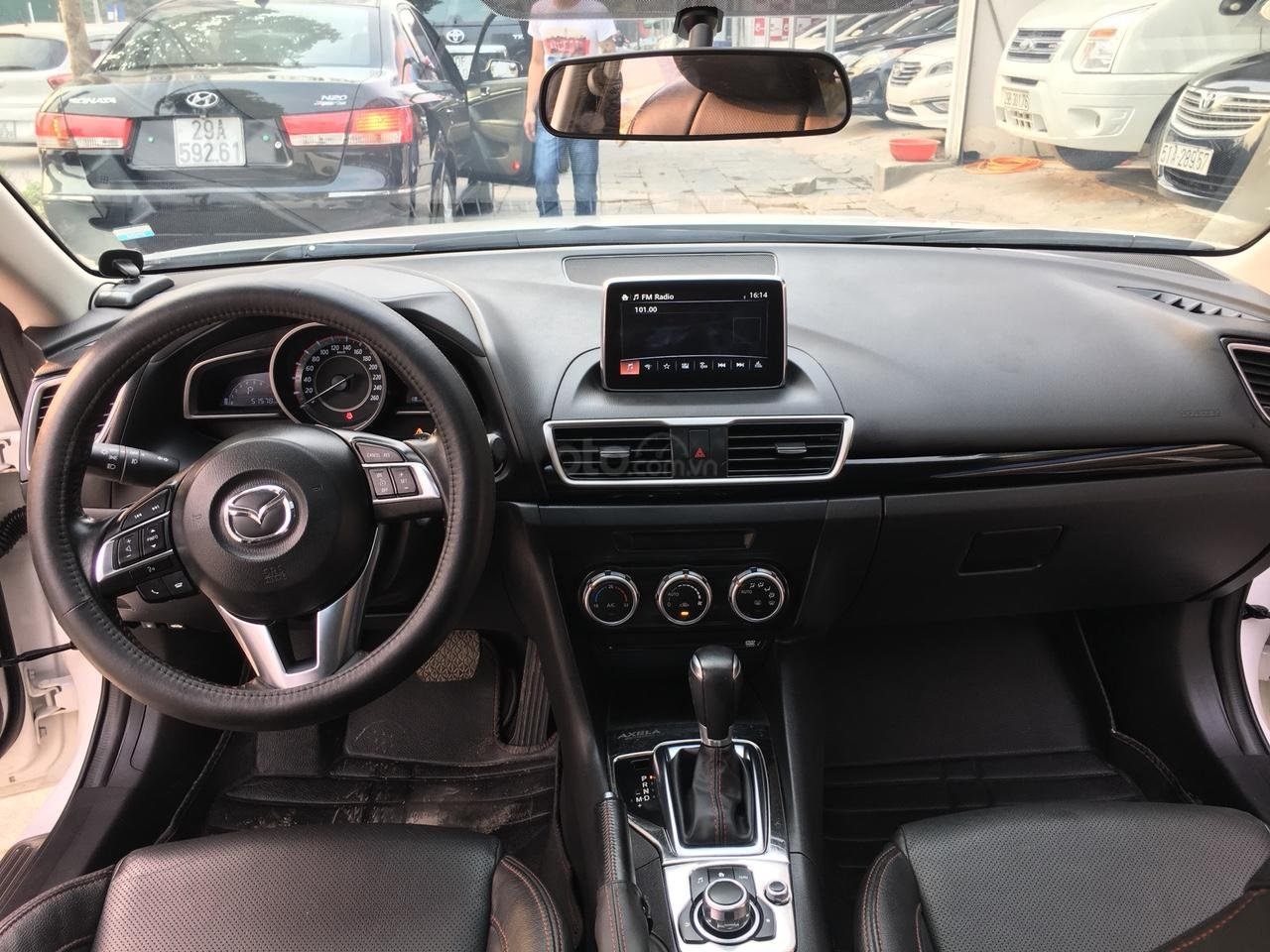 Cần bán xe Mazda 3 1.5 AT năm sản xuất 2017, màu trắng giá cạnh tranh-3