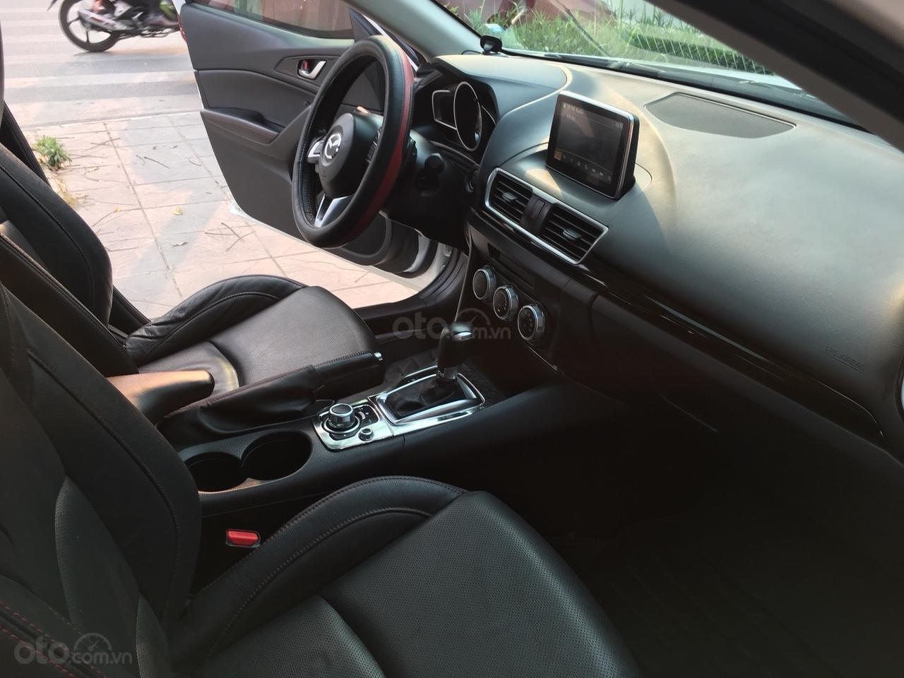 Cần bán xe Mazda 3 1.5 AT năm sản xuất 2017, màu trắng giá cạnh tranh-4