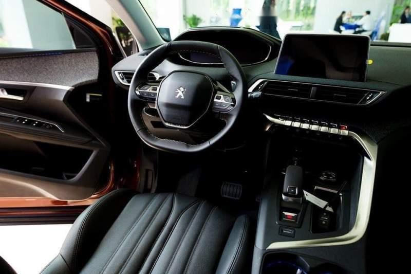 Cần bán Peugeot 3008 sản xuất năm 2018, màu vàng-1