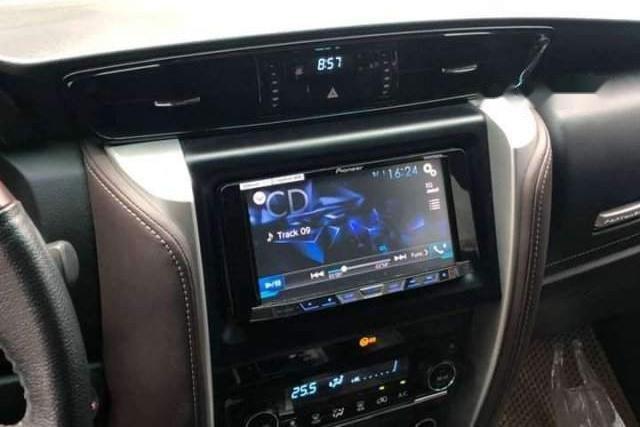 Bán xe Toyota Fortuner màu đen, máy xăng, số tự động, xe nhập, sản xuất 2017, đăng ký lần đầu tháng 8/2017-2