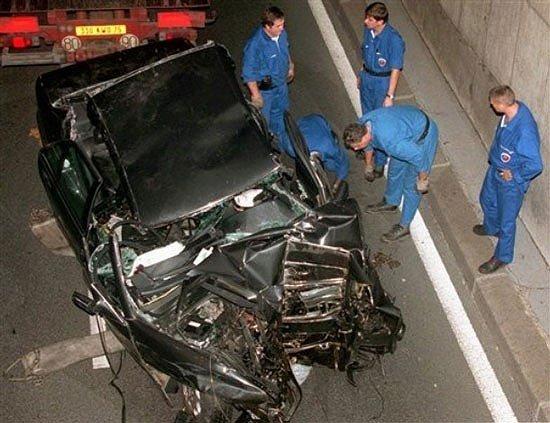 Mercedes-Benz S280 của Công nương Diana hiện chỉ là xác vụn