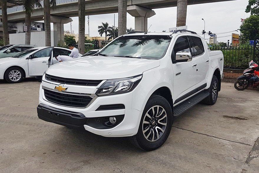 Bán tải Chevrolet Colorado màu trắng