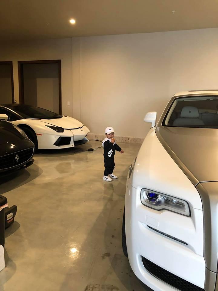 Lộ garage siêu xe và xe siêu sang