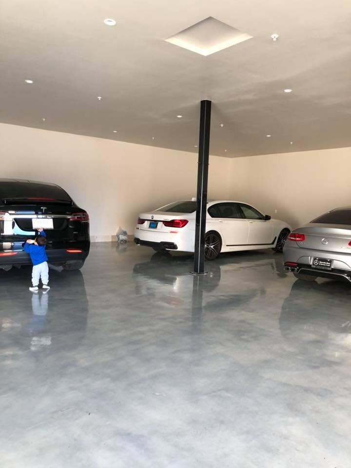 Những mẫu xe khác có trong garage của gia đình Đan Trường