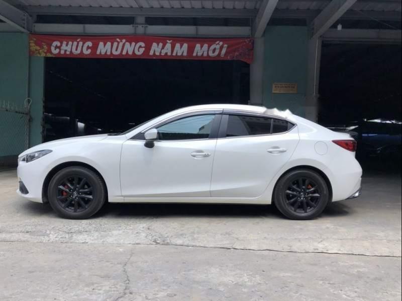 Cần bán lại xe Mazda 3 sản xuất năm 2016, màu trắng chính chủ-0