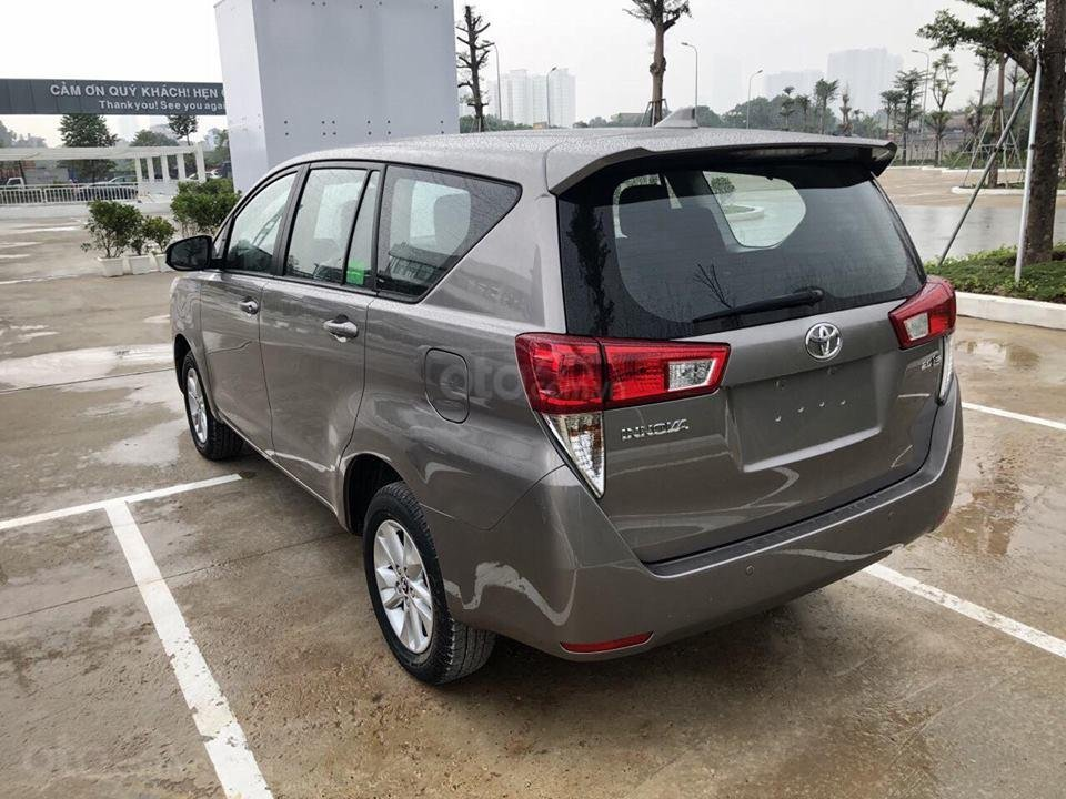 Xe Toyota Innova khuyến mại cực khủng tặng, bảo hiểm thân vỏ, hỗ trợ trả góp 80% giá trị xe-2