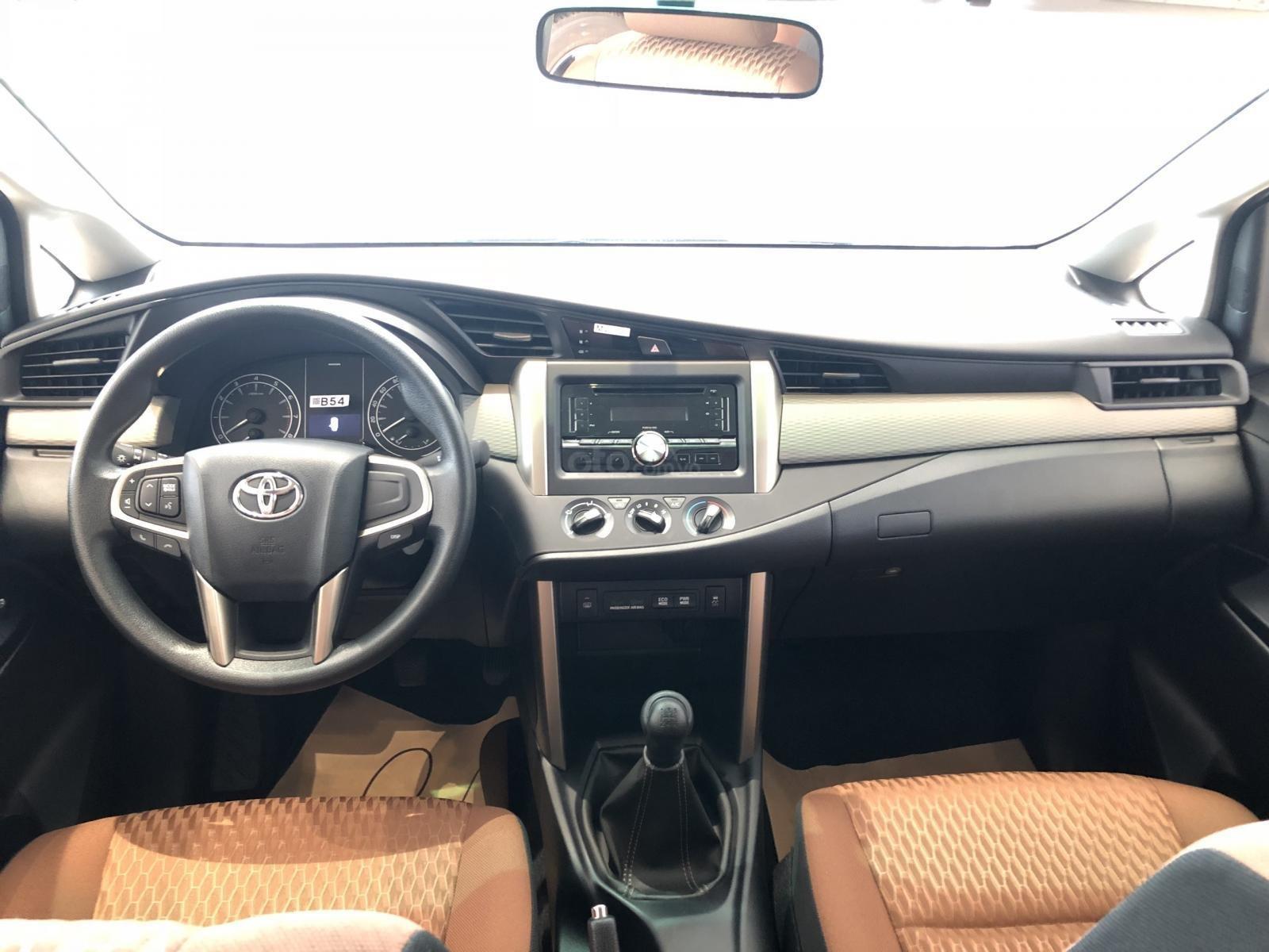 Xe Toyota Innova khuyến mại cực khủng tặng, bảo hiểm thân vỏ, hỗ trợ trả góp 80% giá trị xe-3