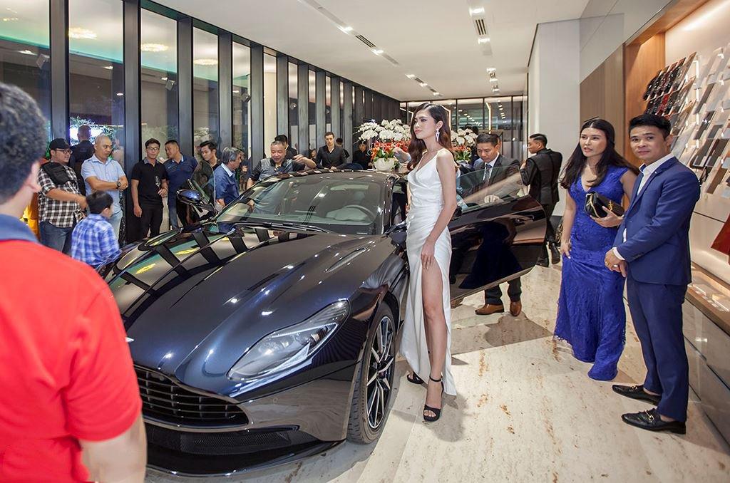 Danh tính 3 đại gia Việt sở hữu siêu xe Aston Martin chính hãng đầu tiên tại Việt Nam12sss