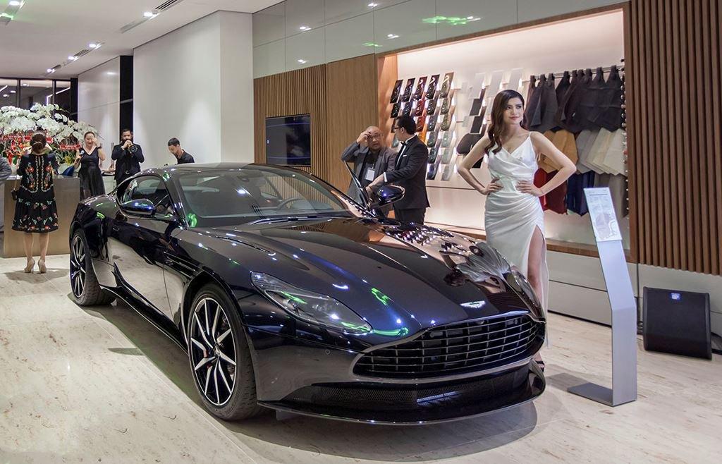 Danh tính 3 đại gia Việt sở hữu siêu xe Aston Martin chính hãng đầu tiên tại Việt Nam2aa