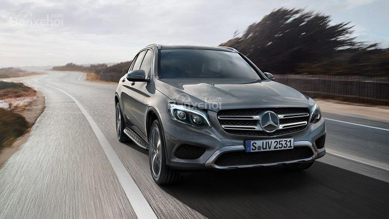 So sánh xe Ford Explorer 2019 và Mercedes GLC-Class 2019: Xe off-road và xe đi phố.