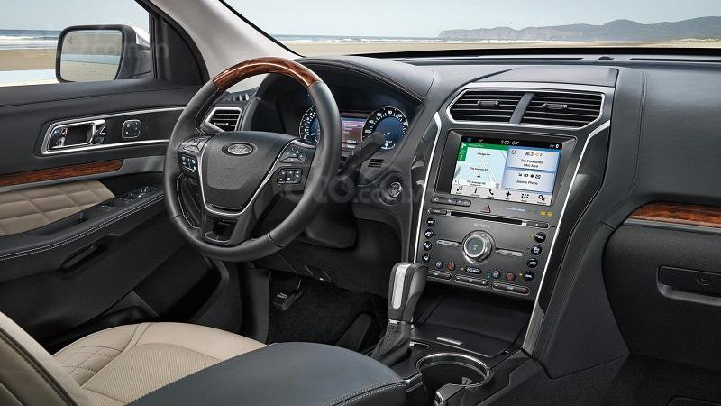 Nội thất của Ford Explorer sẽ khó có thể rộng rãi được như Mercedes GLC-Class.