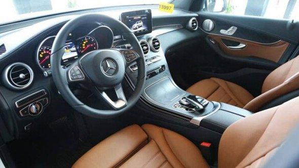 Nội thất của Ford Explorer sẽ khó có thể rộng rãi được như Mercedes GLC-Class 3