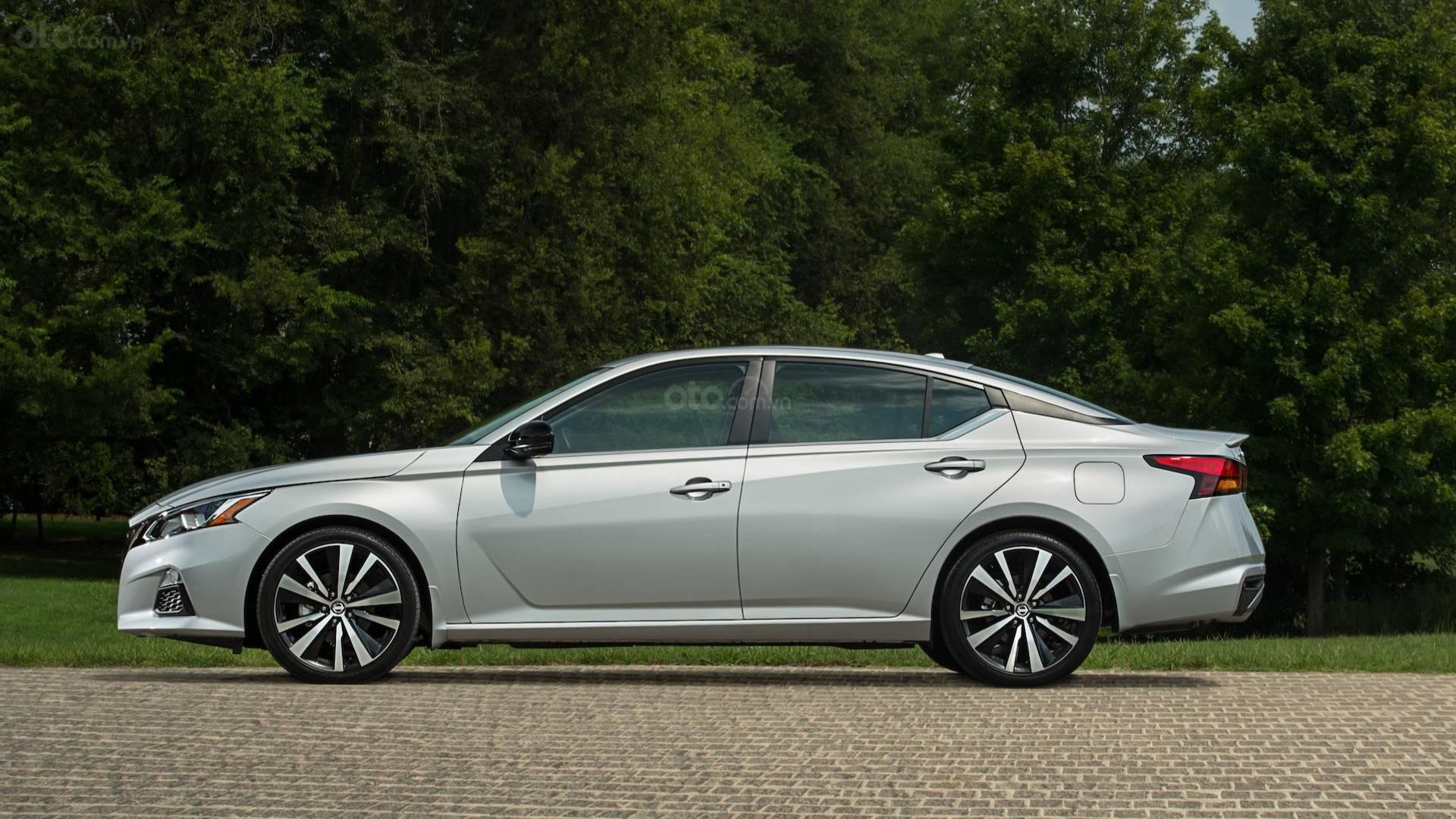 Ưu nhược điểm của xe Nissan Altima 2019 - thân xe 4