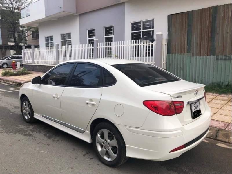 Cần bán lại xe Hyundai Avante 2015, màu trắng số tự động-2