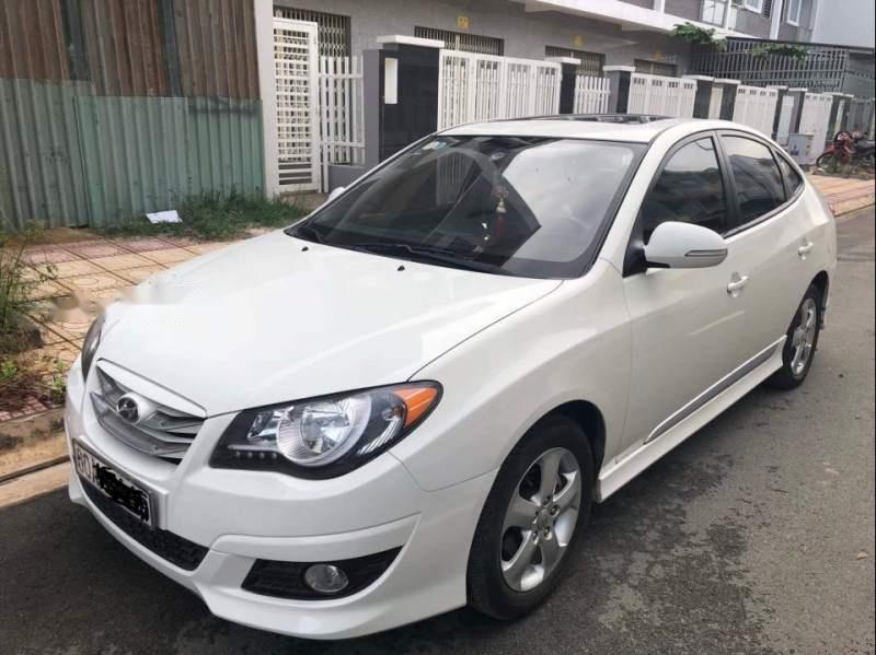 Cần bán lại xe Hyundai Avante 2015, màu trắng số tự động-0
