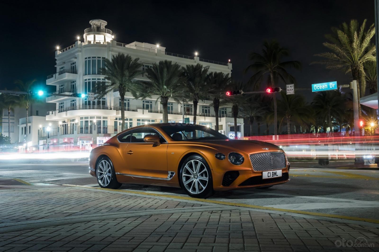 Bentley Continental GT 2020 khoe dáng - 1
