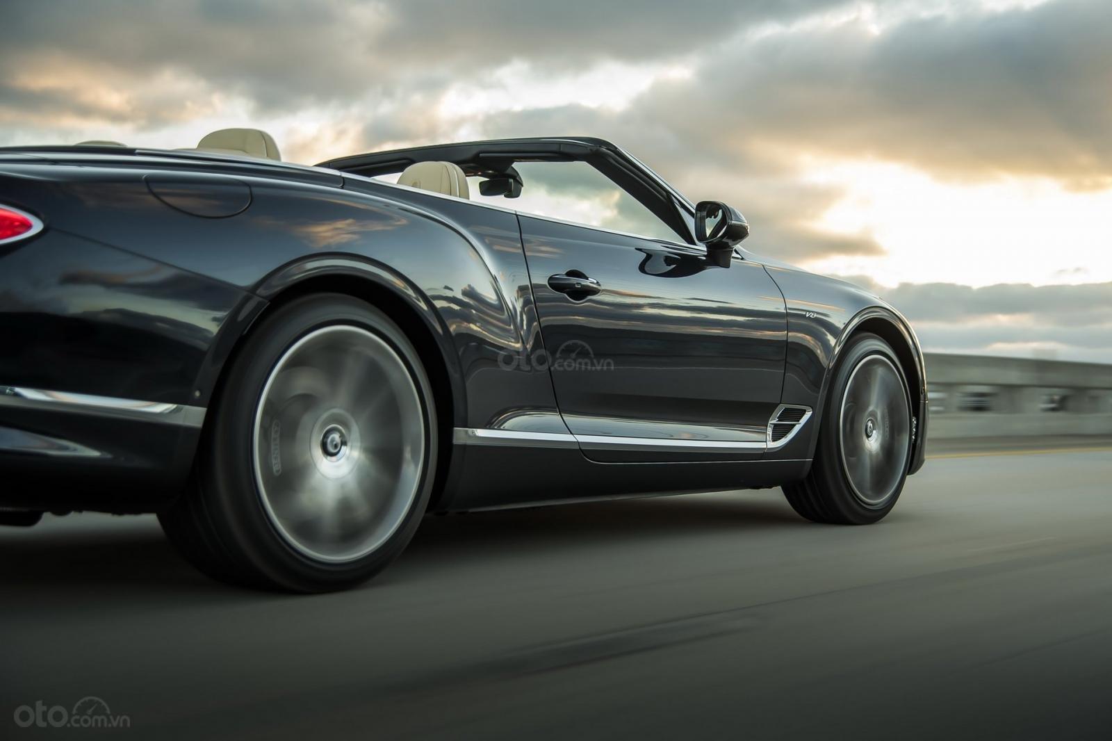 Bentley Continental GT 2020 khoe dáng - 6