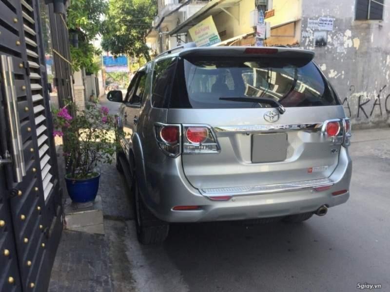 Cần bán Toyota Fortuner năm 2014, màu bạc còn mới, giá tốt (2)