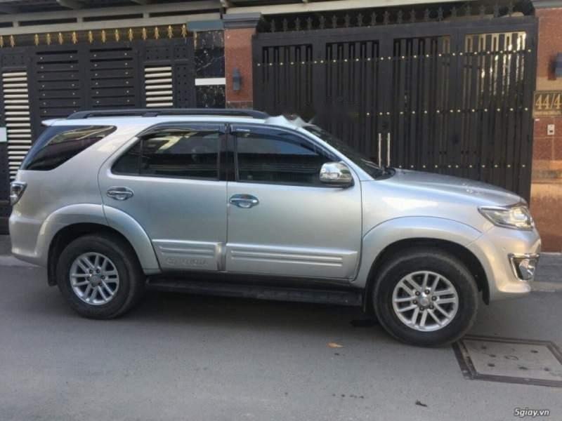 Cần bán Toyota Fortuner năm 2014, màu bạc còn mới, giá tốt (4)