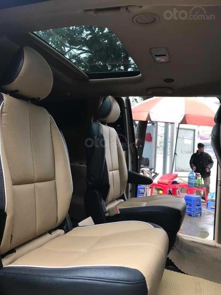 Cần bán xe Kia Sedona 2.2 DATH đời 2016, màu vàng, xe gia đình (2)