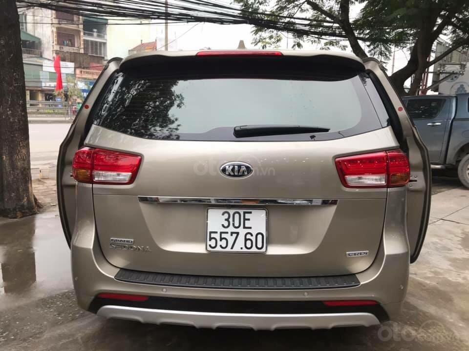 Cần bán xe Kia Sedona 2.2 DATH đời 2016, màu vàng, xe gia đình (5)