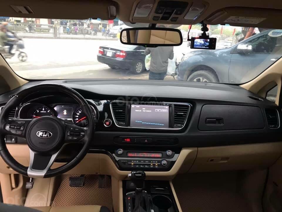 Cần bán xe Kia Sedona 2.2 DATH đời 2016, màu vàng, xe gia đình (4)