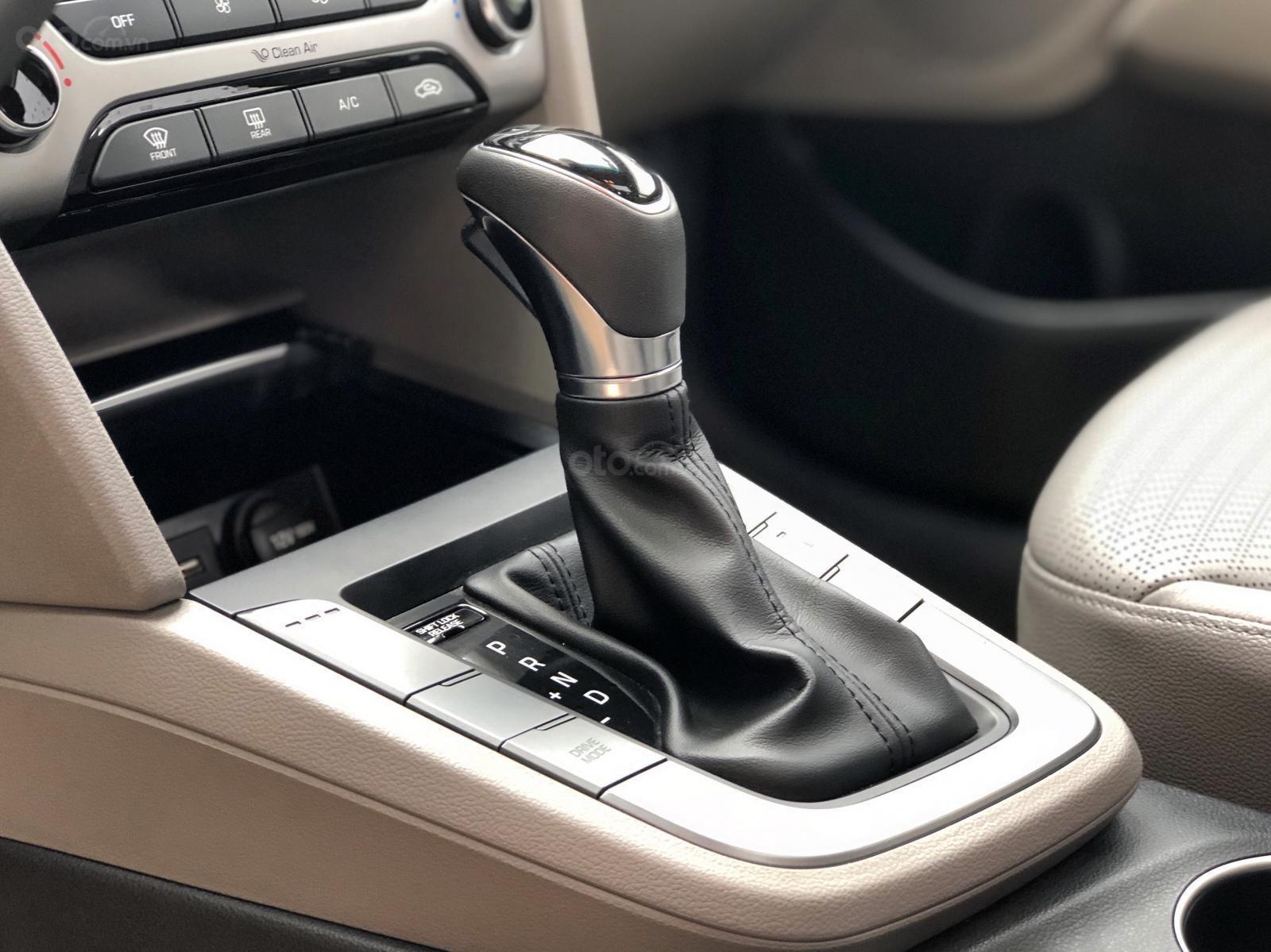 Cần bán gấp Hyundai Elantra 2.0 GLS 2018, màu nâu chính chủ (10)
