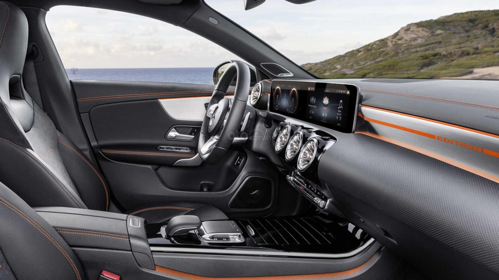 Mercedes-Benz GLA-Class 2020 - bảng táp-lô